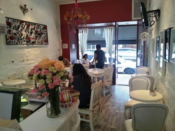 delicadeza feminina no Cafe des Fleurs