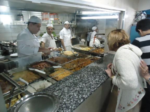 Cozinha do restaurante grego Acrópoles