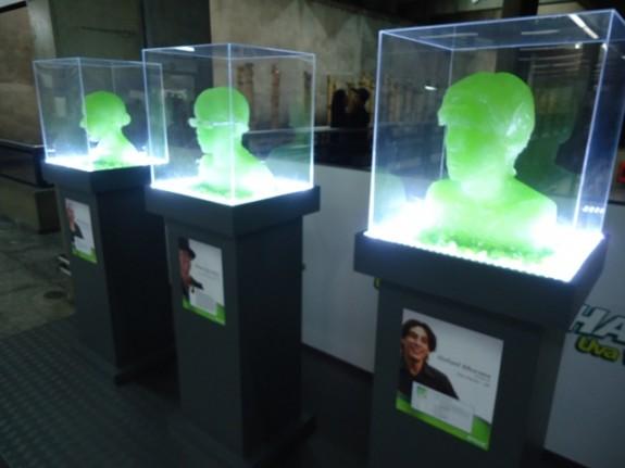 Esculturas de Halls Uva Verde no metrô Ana Rosa