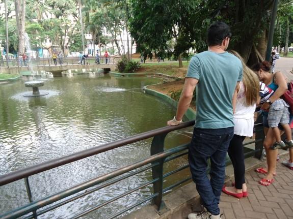 Familia no laguinho da Praça da Republica