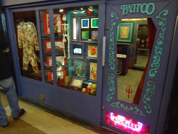 Tatuagem na Galeria do Rock