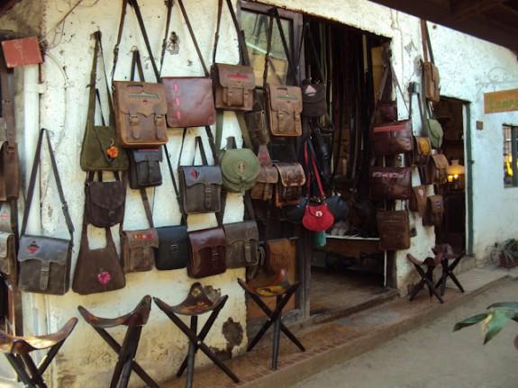 bolsas de couro na feira los dominicos