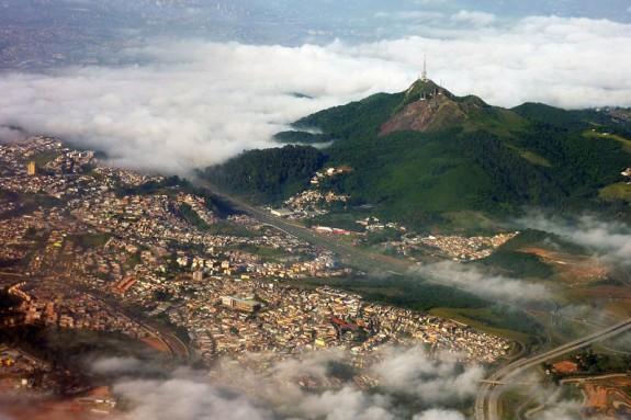 Pico_do_jaragua_aereo2010