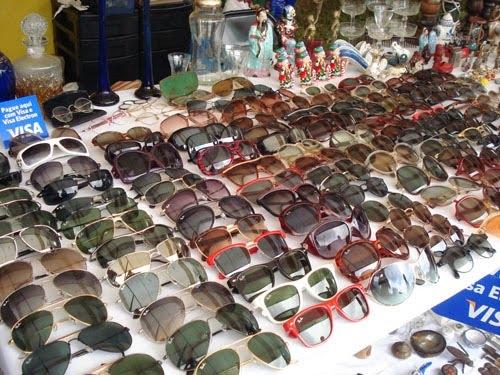 Óculos antigos na feirinha do Bixiga