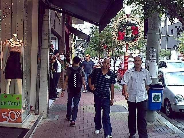 Rua João Cachoeira, shopping a céu aberto
