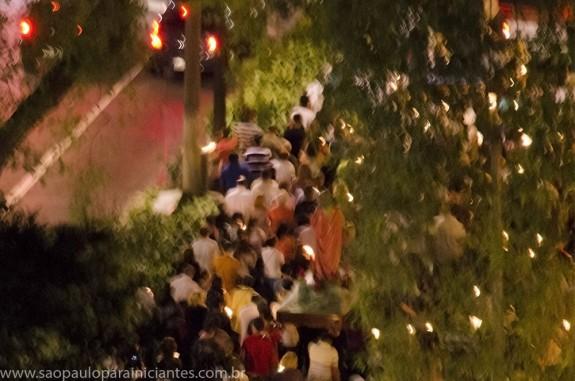 Imagem sendo carregada na procissão de sexta feira santa