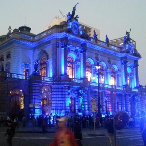 Iluminação em noite de espetáculo