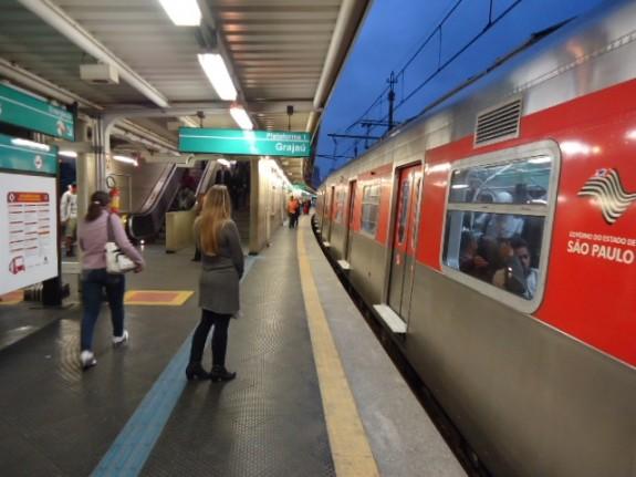 Estação de trem da linha vermelha, São Paulo