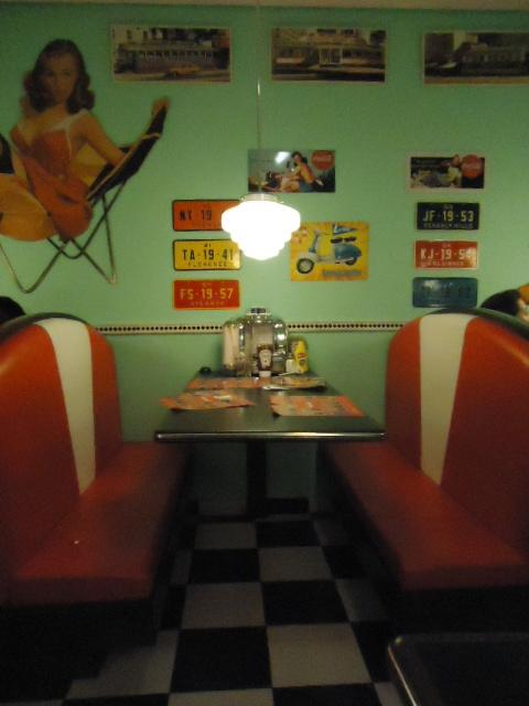 Z do hamburguer lanchonete anos 50 s o paulo para for Mobilia anos 50